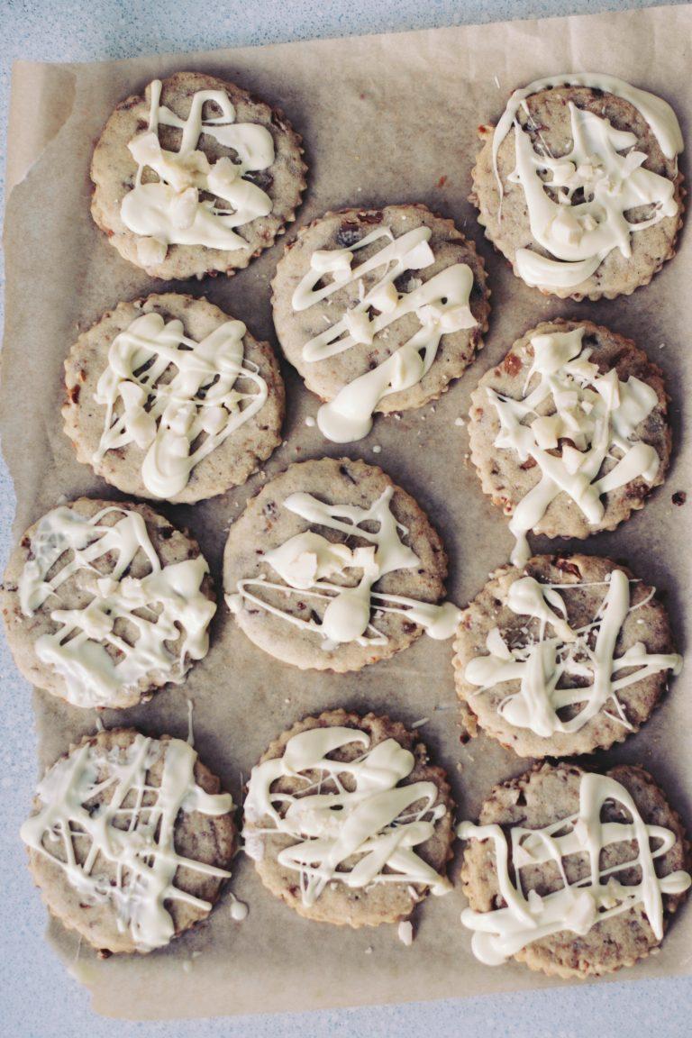 Ciasteczka z orzechami makadamia i białą czekoladą