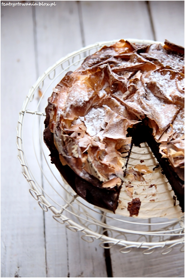 Ciasto czekoladowe z karmelizowanym ciastem filo