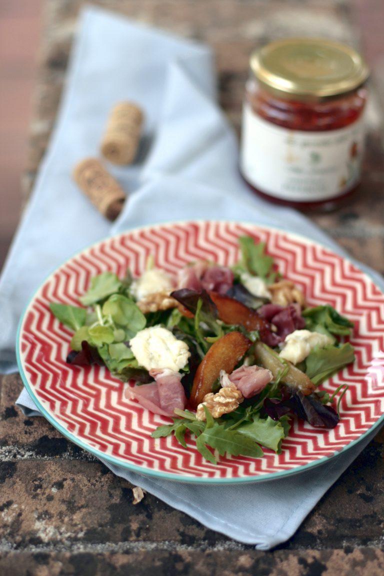 Sałatka z karmelizowanej gruszki, cykorii, gorgonzoli i prosciutto