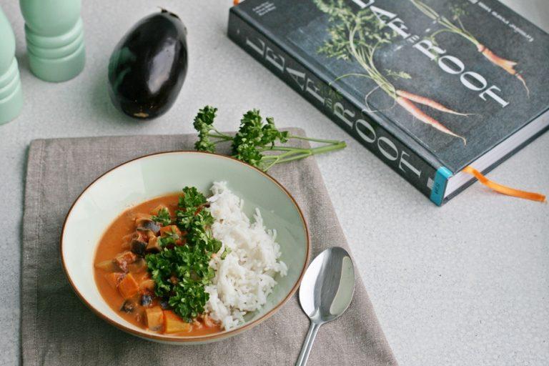 Bakłażanowe curry z pomidorami i ryżem